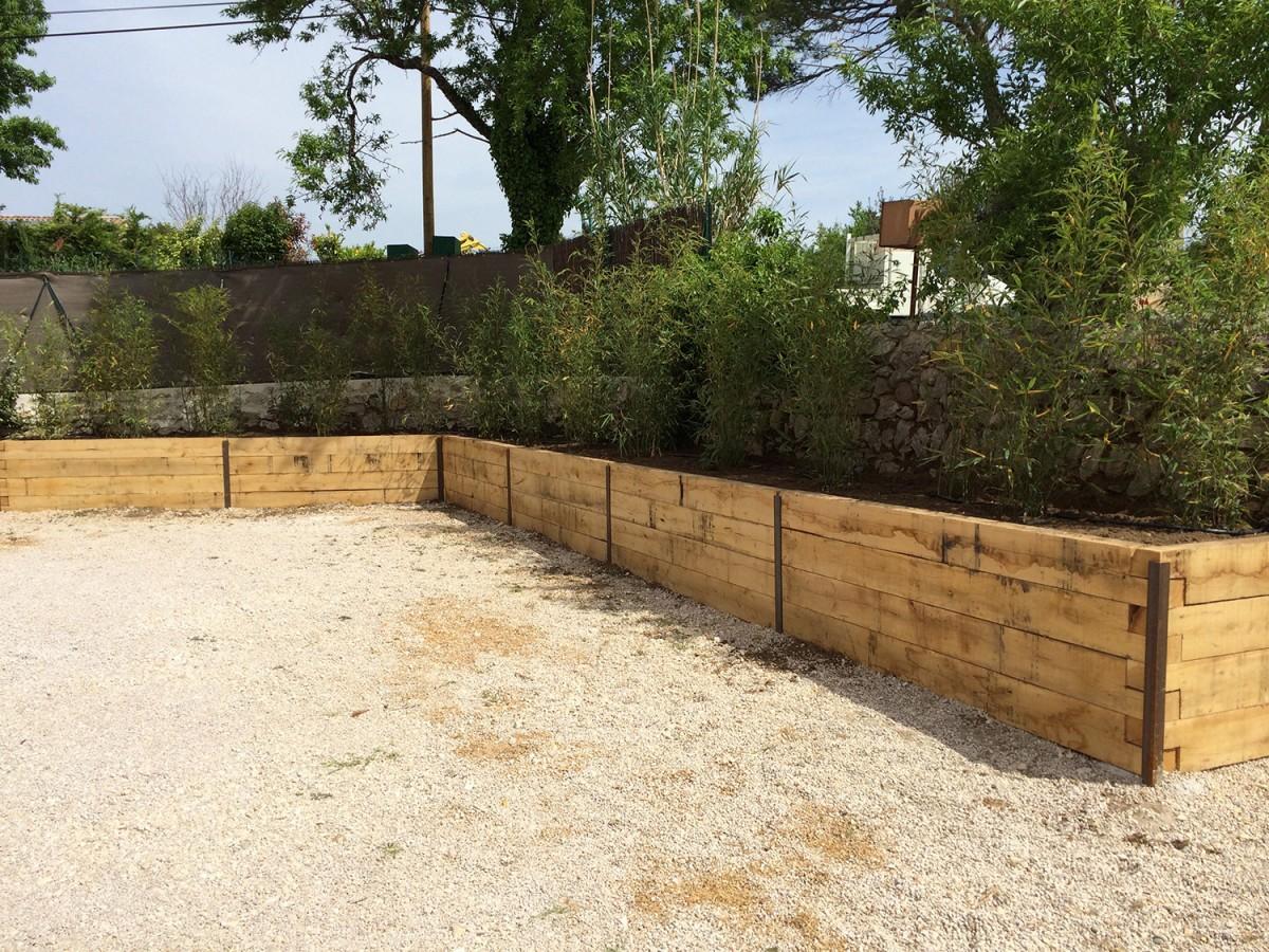 cr ation d 39 une jardini re en poutre ch ne avec plantation de bambou aix en provence. Black Bedroom Furniture Sets. Home Design Ideas