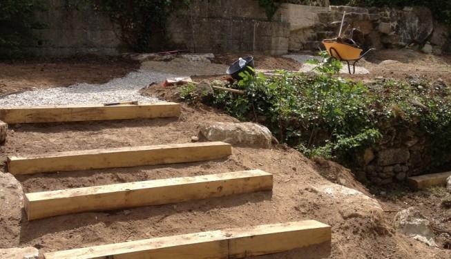 Jardin en restanque restanque terrasses restanques en escaliers en blocs de bton noir teint - Jardin en restanque ...