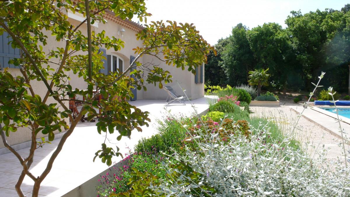 Jardinier paysagiste aix en provence sur un jardin de plantes m diterran ennes - Paysagiste aix en provence ...