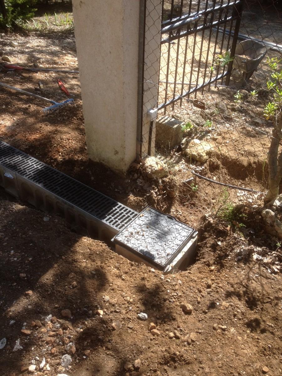 jardinier paysagiste aix en provence caniveau fonte pour les eaux de pluie et point d 39 eau. Black Bedroom Furniture Sets. Home Design Ideas
