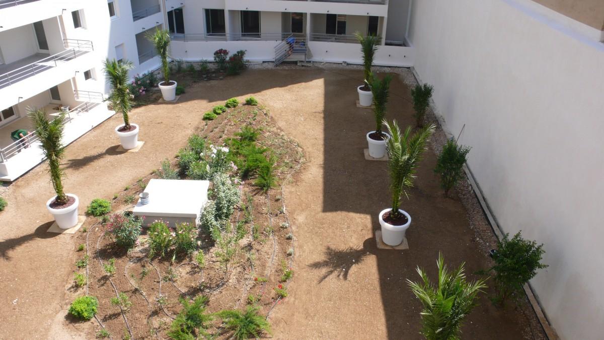 architecte paysagiste aix en provence jardin intérieur d'immeuble | Les jardins de Cabrières