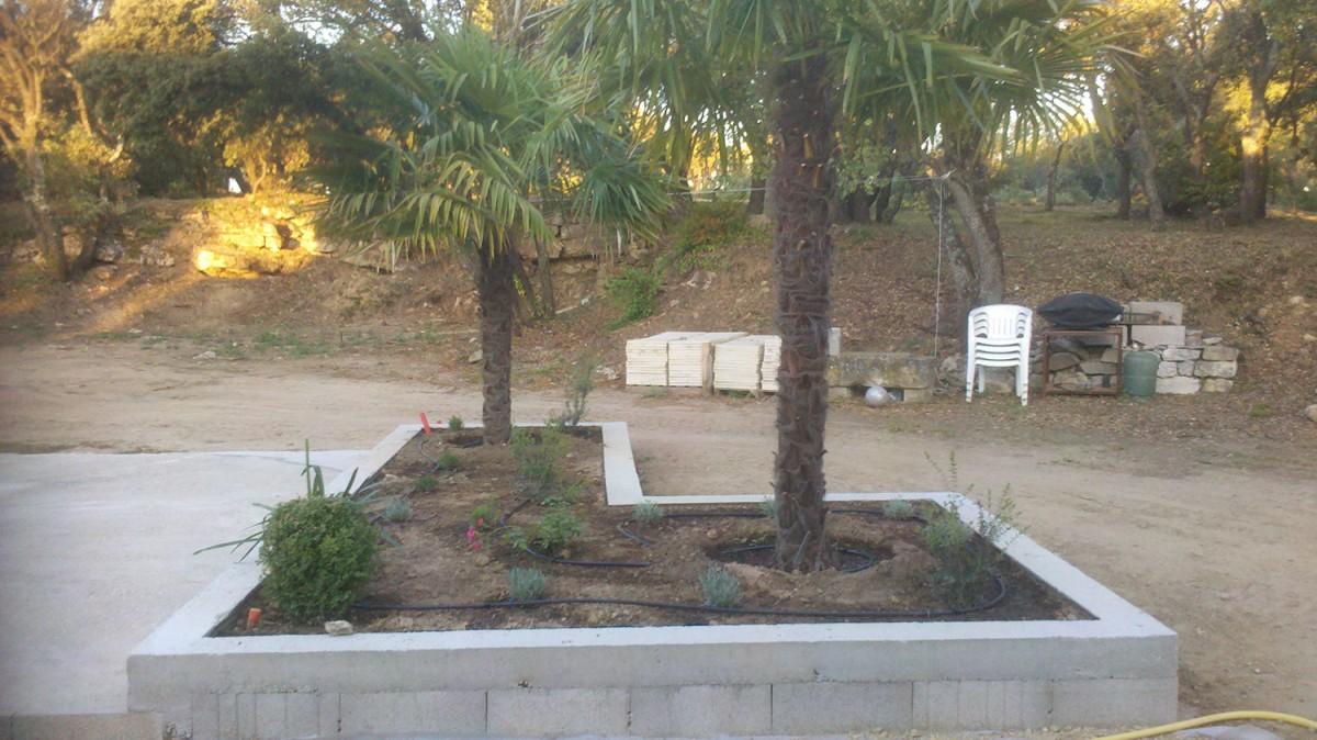 Jardinier paysagiste marseille sur un jardin de plantes for Entretien jardin marseille