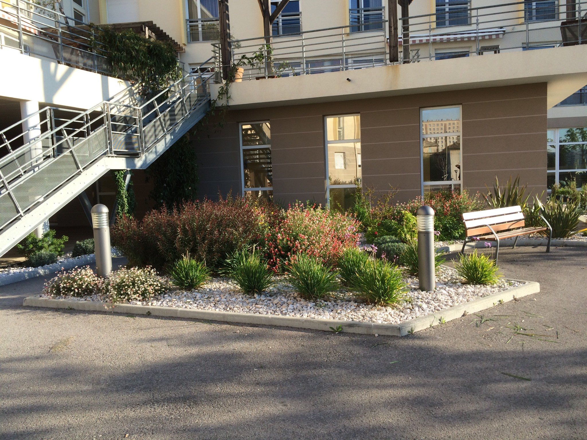 Jardinier paysagiste sur marseille for Entretien jardin marseille